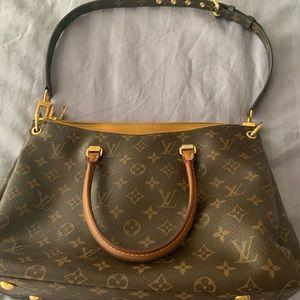 Louis Vuitton bag w/shoulder strap